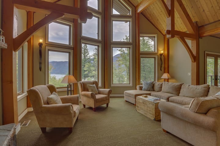 Secluded home w/ Columbia & Multnomah Falls views plus a private hot tub!