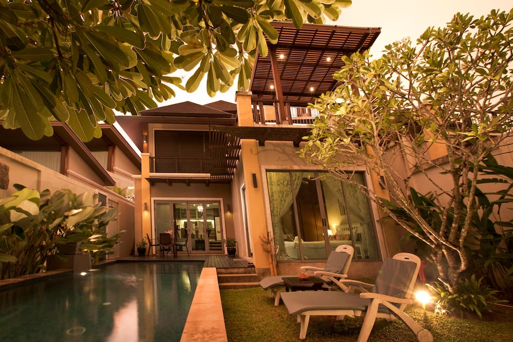 PRIVATE POOL WITH GARDEN AND BACKYARD DURING TWILIGHT