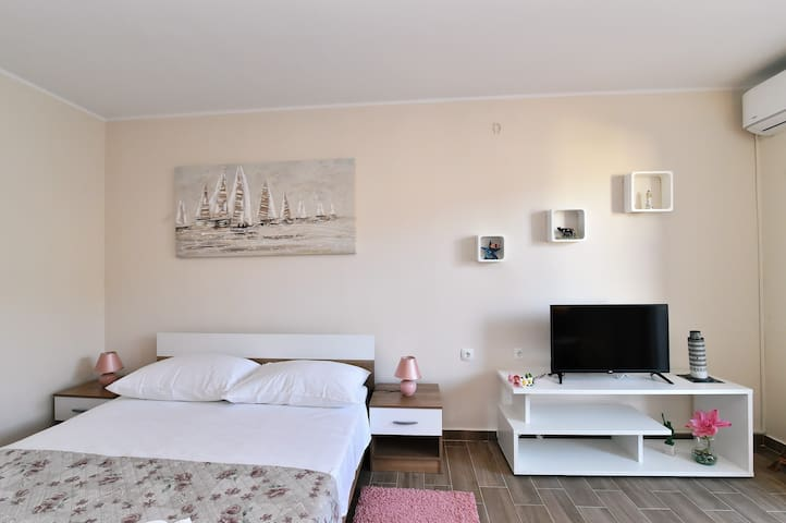 Modern apartment Small heaven 10min from centar