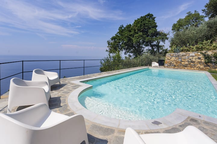 Last Minute Price Paradise On The Italian Riviera