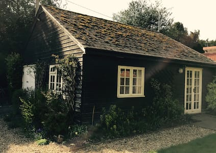 Peaceful garden annexe, 15 mins from Salisbury