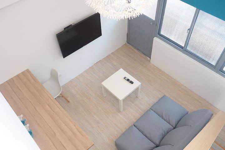 New Duplex Floor  樓中樓 可住2-7人 捷運站步行6分鐘,獨立衛浴,陽台,冰箱
