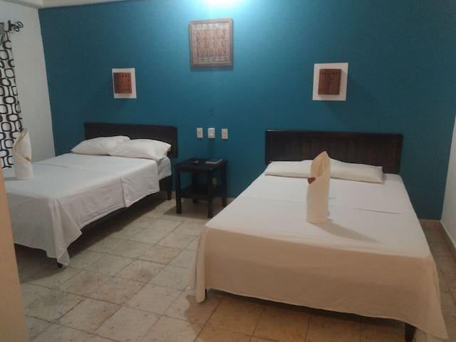 Cómodas habitaciones en el centro de Palenque.