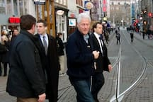Bill Clinton Also Visited The Noordermarkt To Enjoy 'The Famous Amsterdam Apple Pie' At Café Papeneiland!