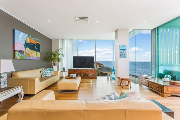 Modern Secure Apartment with Coastal Views - Kingston Park - Apartment