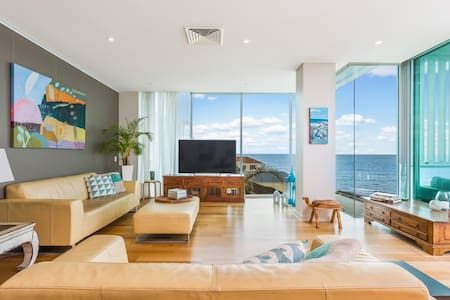 Modern Secure Apartment with Coastal Views - Kingston Park - 아파트