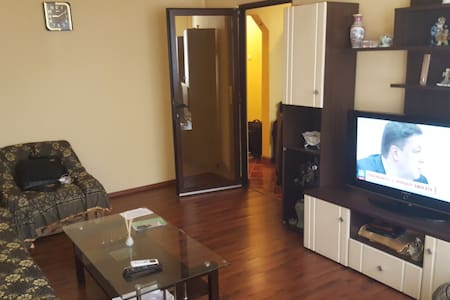 3 Rooms Apart for groups/family 30 min to center. - București - Pis