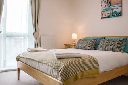 The Larson Apartment, Modern 2 Bed Fully Furnished - Milton Keynes - Apartemen