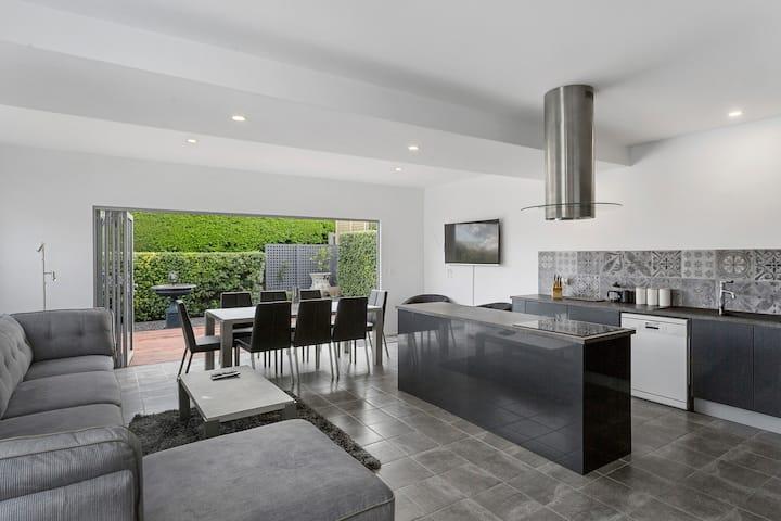 Ellis Cottage - Large Luxury Inner Hobart House