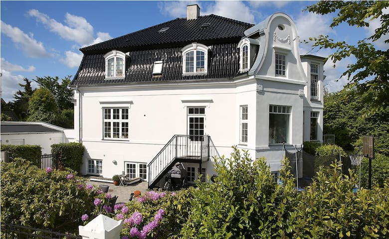 Beautiful luxury house with ocean view - Klampenborg - House