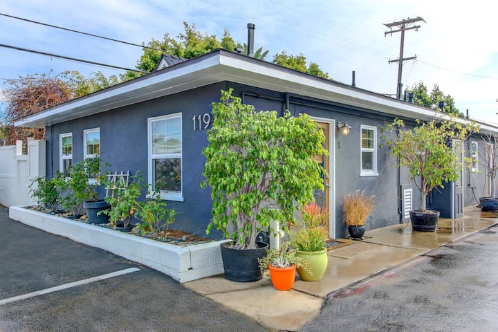 Leucadia Surf Cottage - Walk to Grandview Beach!