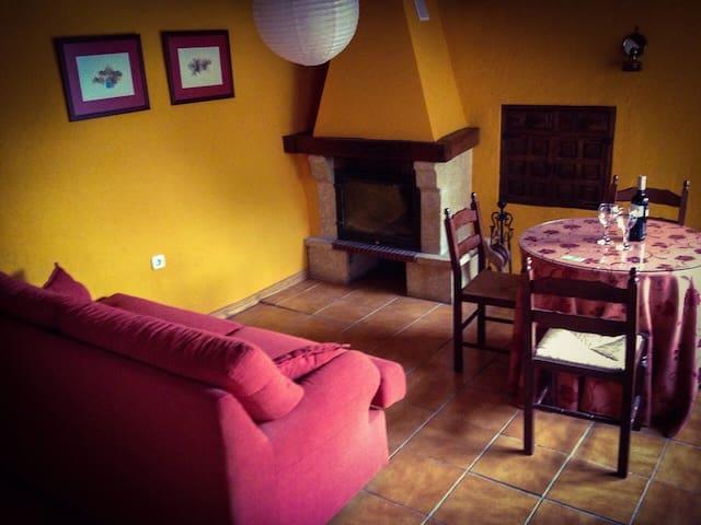 El salón con la chimenea