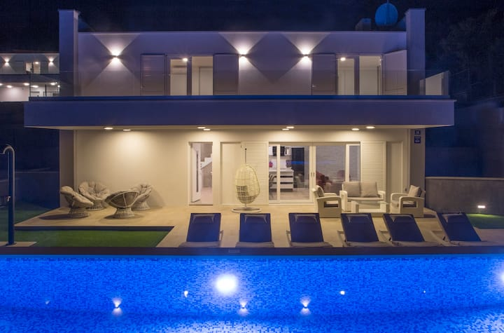 Luxury Blue Villa Topaz with Private Pool Vis