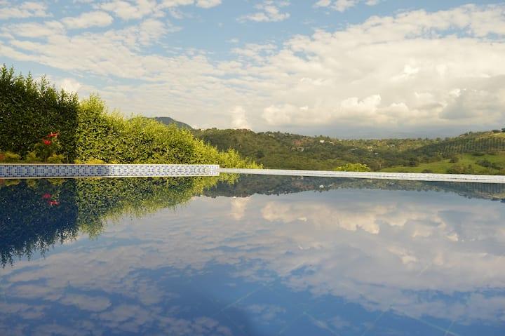 Hermosa, moderna y confortable casa en Anapoima