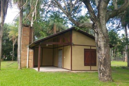 Cabaña con amplia pileta y patio