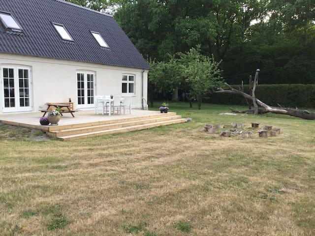 Stort hus tæt på strand og skov - Rønne - Villa