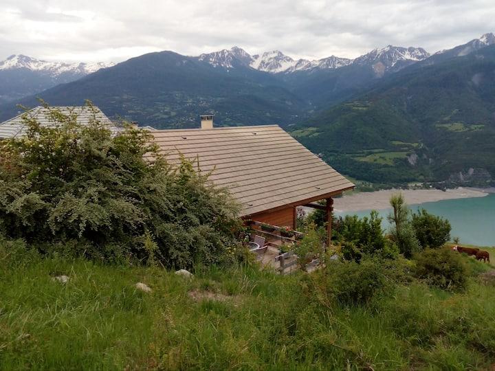 chalet à Puy Sanieres vue sur le lac Serre Ponçon