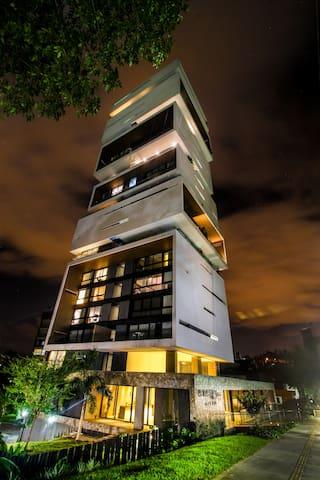 Amaizing Building 1502