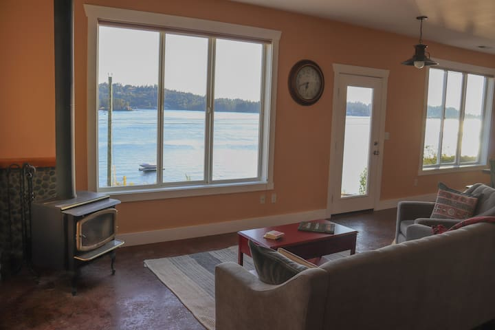 Waterfront home in Cromwell area of Gig Harbor
