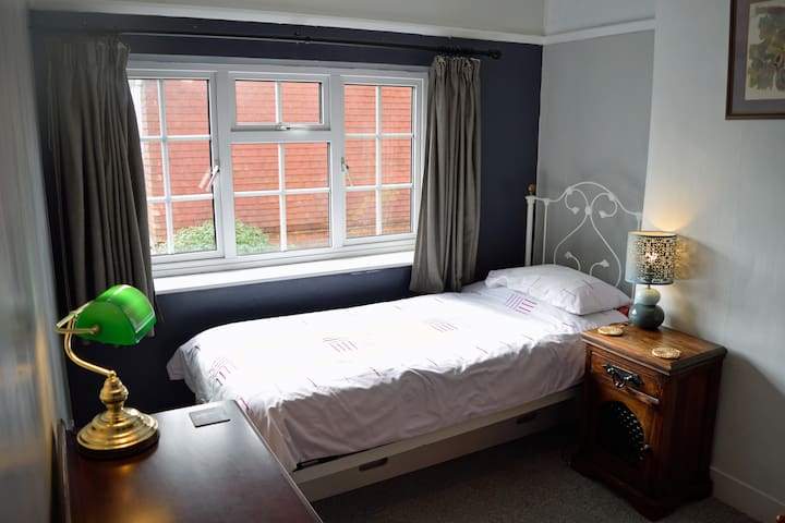 Large Single Room with second bed near Goodwood