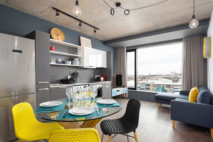 Ultra-streamlined modern deco apartment