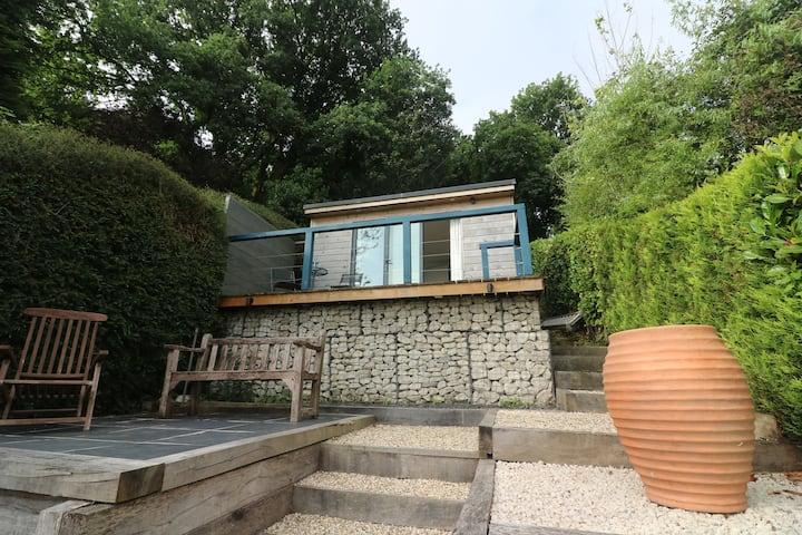 Cosy garden studio with outstanding views.