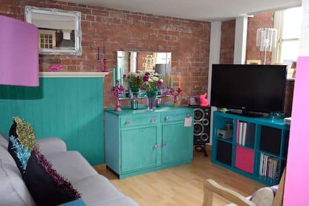 Warm modern duplex in easy reach of town centre - Appartement