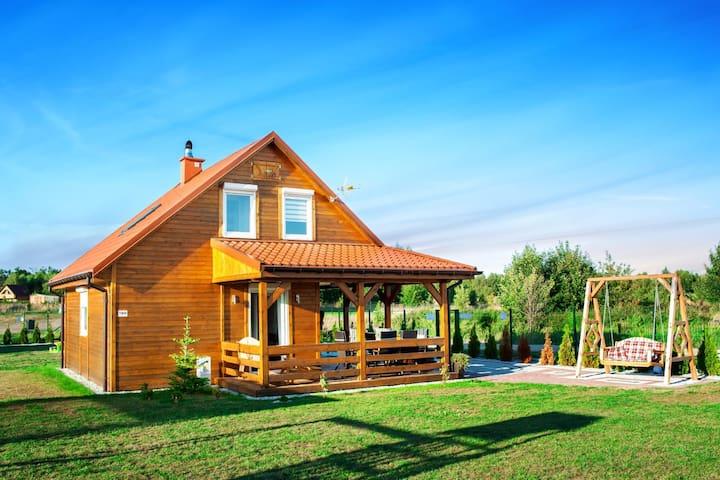 Komfortables Ferienhaus mit Veranda in Meernähe