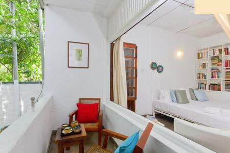 COLOMBO 7- A CHARMING WHITE ROOM - Colombo - Bed & Breakfast