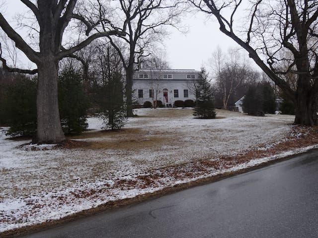 The Farmhouse - 1805 - Middlebury - House