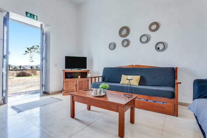 """Charming Holiday Home """"Casa del Cuartel II"""" with Wi-Fi, Terrace & Courtyard; Pets Allowed, Parking Available"""