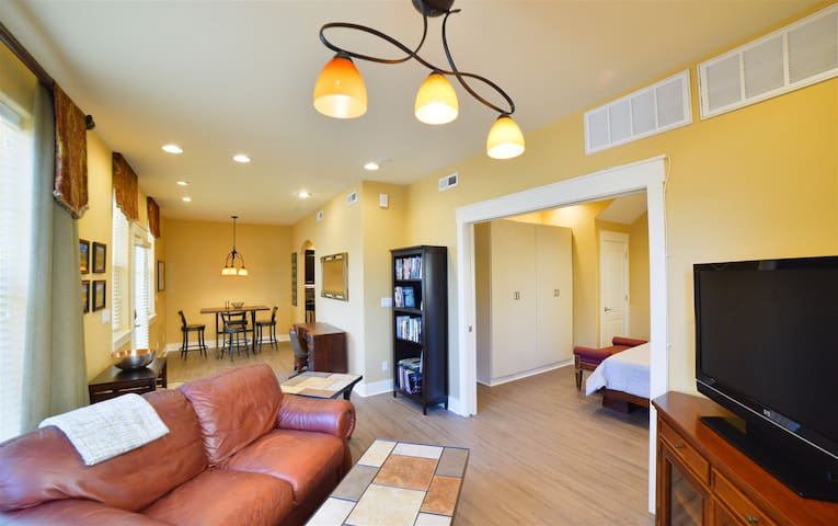 Cozy Furnished 1 bdrm Downtown Corporate Rental