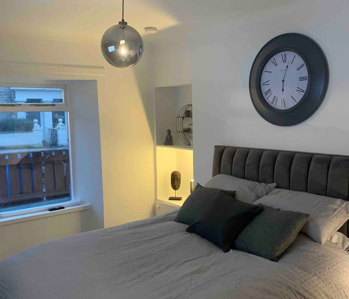 Studio flat- 2 mins from centre