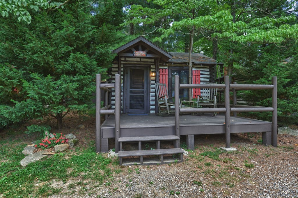 Asheville historic log cabin 7 lazy dazy cabins for for Places to stay in asheville nc cabins