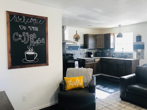 The Coffee House: 1 bedroom unit with free WiFi