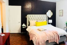 Large Studio Apartment with super comfy Queen-size bed