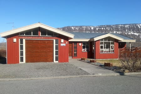 BEAUTIFUL PRIVATE HOUSE, GREAT VIEW - Súðavík - 단독주택