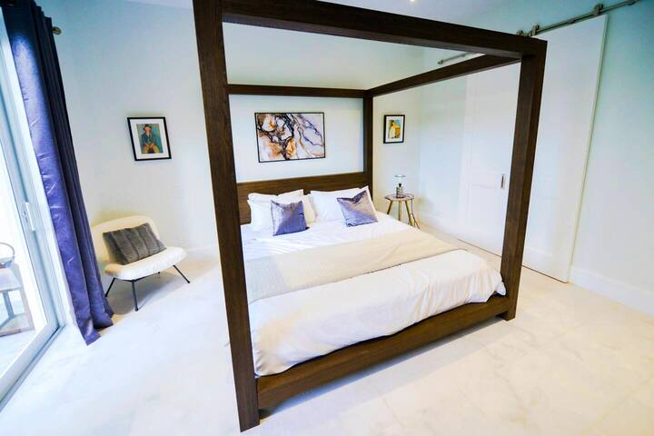 Master bedroom (King Sized Bed)