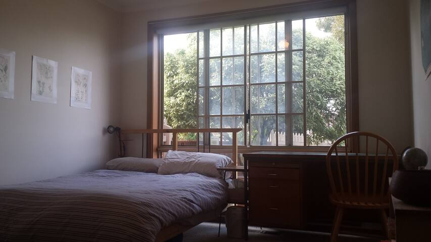 Cosy Bedroom 10 minutes from Tullamarine airport - Oak Park - Casa