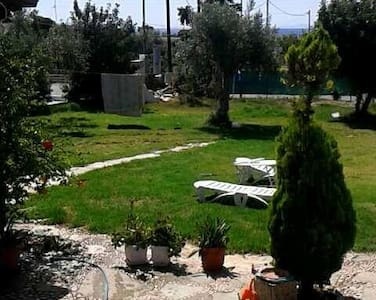 Single Entire 2 Bedroom House with Garden - Kineta - Σπίτι