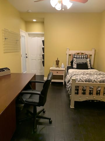 Beautiful clean bedroom with desk & attached bthrm
