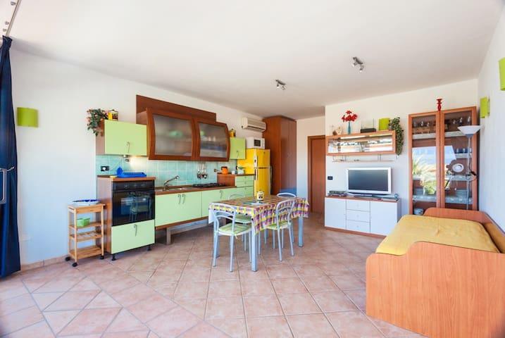BEAUTIFUL APARTMENT WITH SEA VIEW - Terrata - Apartamento