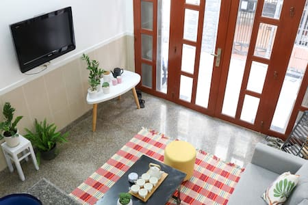 Bright and Sunny room in the Heart of City Center - 胡志明市 - 独立屋