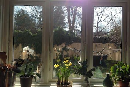 Roligt skønt værelse i grønt område - Frederiksberg