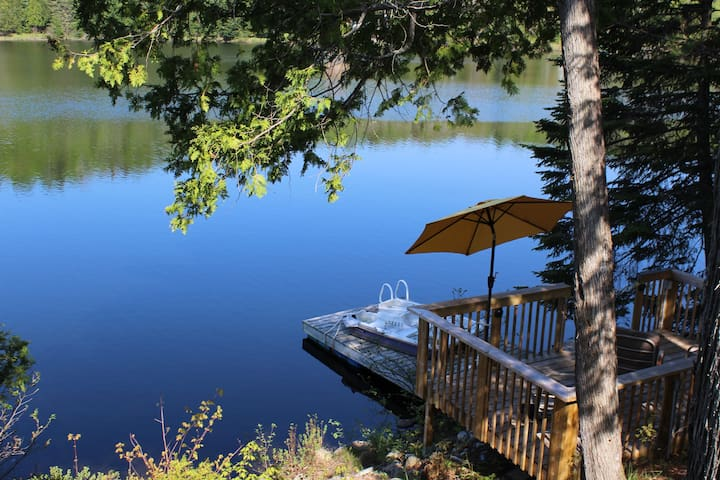 Beautifully updated cottage right on the lake!