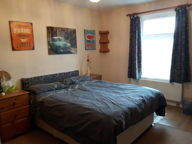Large, comfy double  room - Northampton