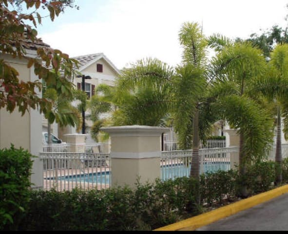Guest Rooms Near Airport/Las Olas/Port Everglades - Fort Lauderdale