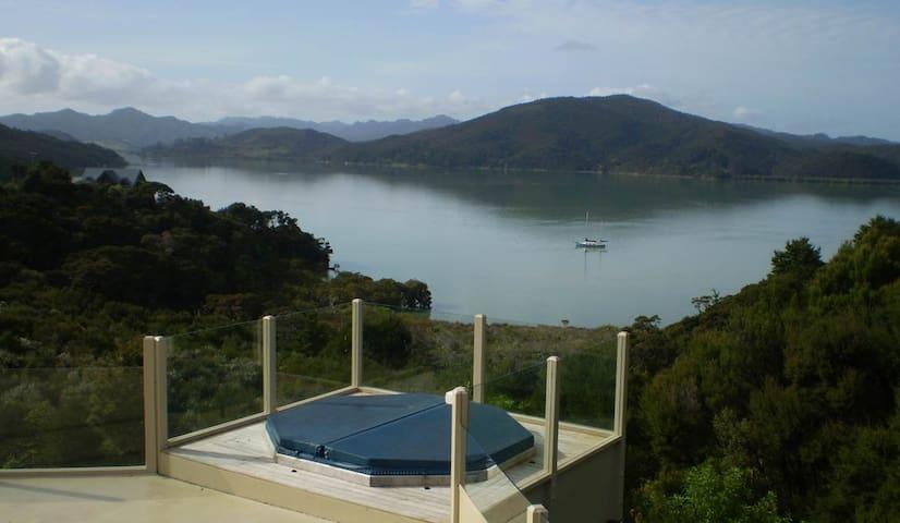 Waikare Retreat - Stunning Views