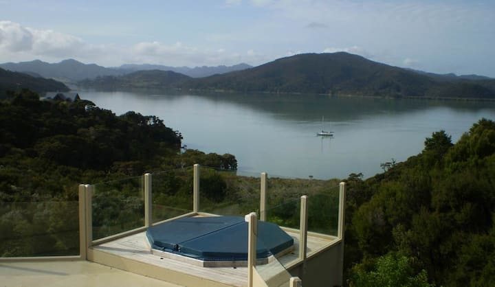 Waikare Retreat - Stunning Views