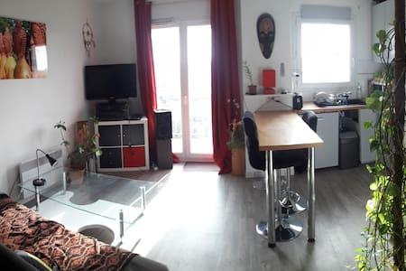 cosy & sunny 48m2, 1-bedroom flat with a balcony